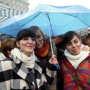 "Se non ora, quando? -  ""If not now, when?"" - ""Si pas maintenant, quand? - Milano 13.02.2011"