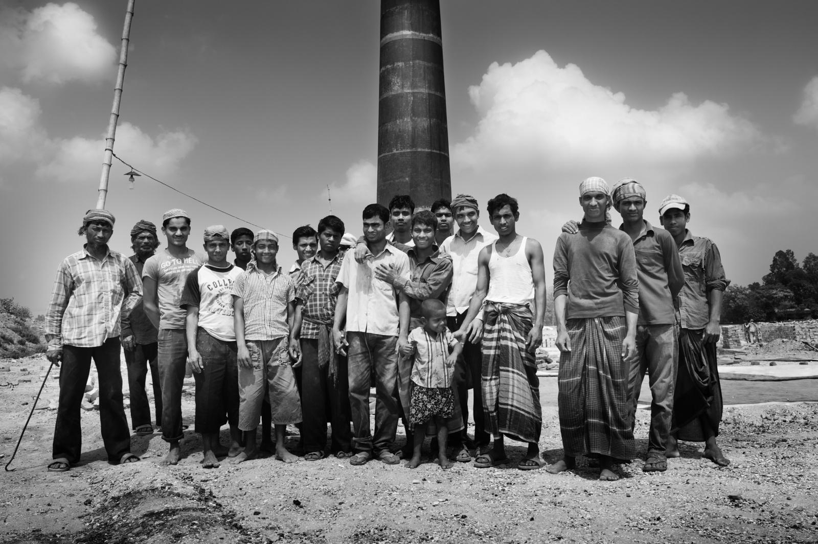lavoratori di un forno per la cottura dei mattoni