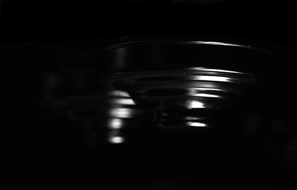 UFO - Immagini che riducono gli oggetti alle loro linee essenziali, minimaliste,  talvolta solo ombre, talvolta solo dettagli, arrivando sino a rappresentazioni astratte. Images that reduce the objectsto their essential lines, minimalist, sometimes only shadows, sometimes just details, coming up to abstract representations.