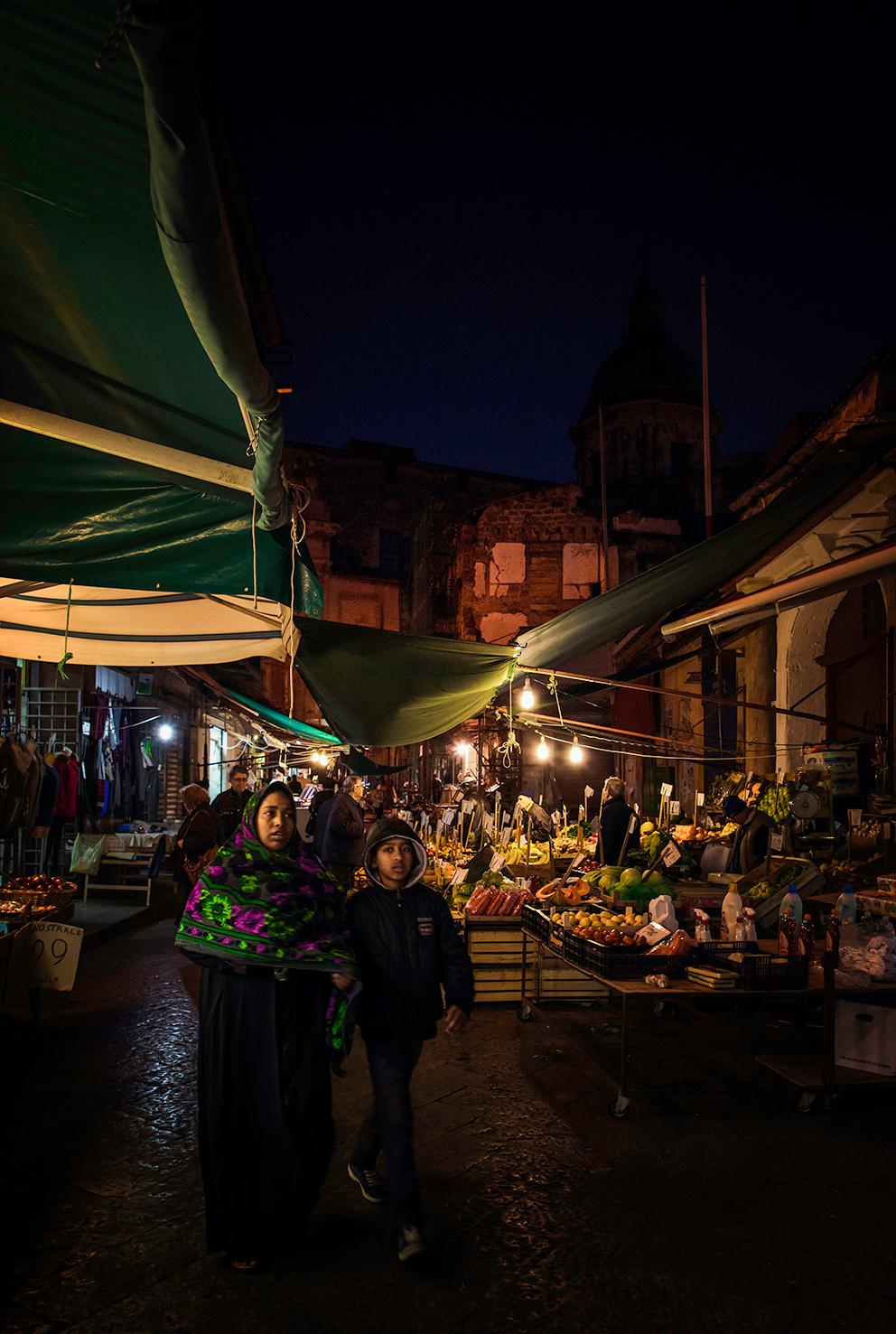 Mother and child (Ballarò market)