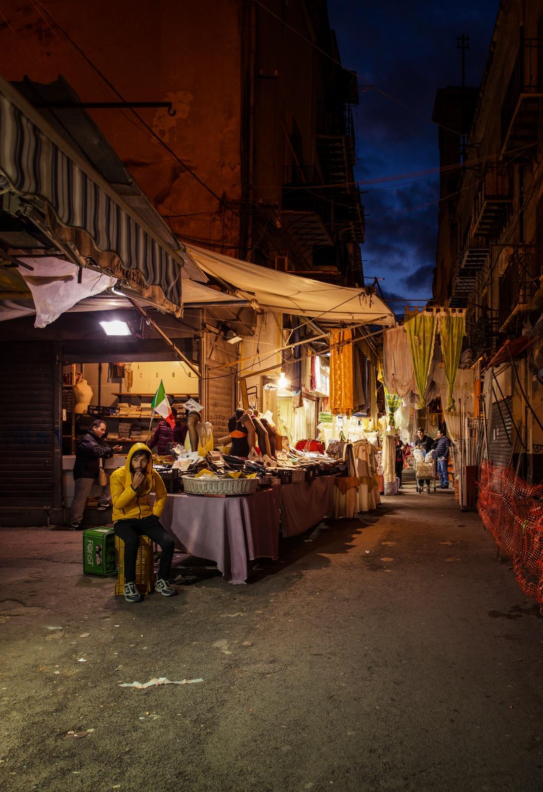 Textiles market in Via Bandiera