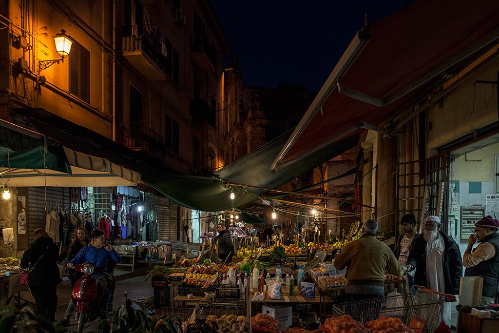 Coexistence despite differences (Ballarò market)
